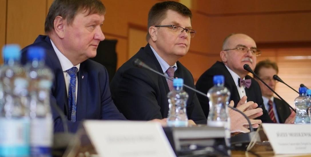 Sesja plenarna Wojewódzkiej Rady Dialogu Społecznego, która odbyła się dziś, 29 listopada w Podlaskim Urzędzie Wojewódzkim, dotyczyła omówienia sytuacji