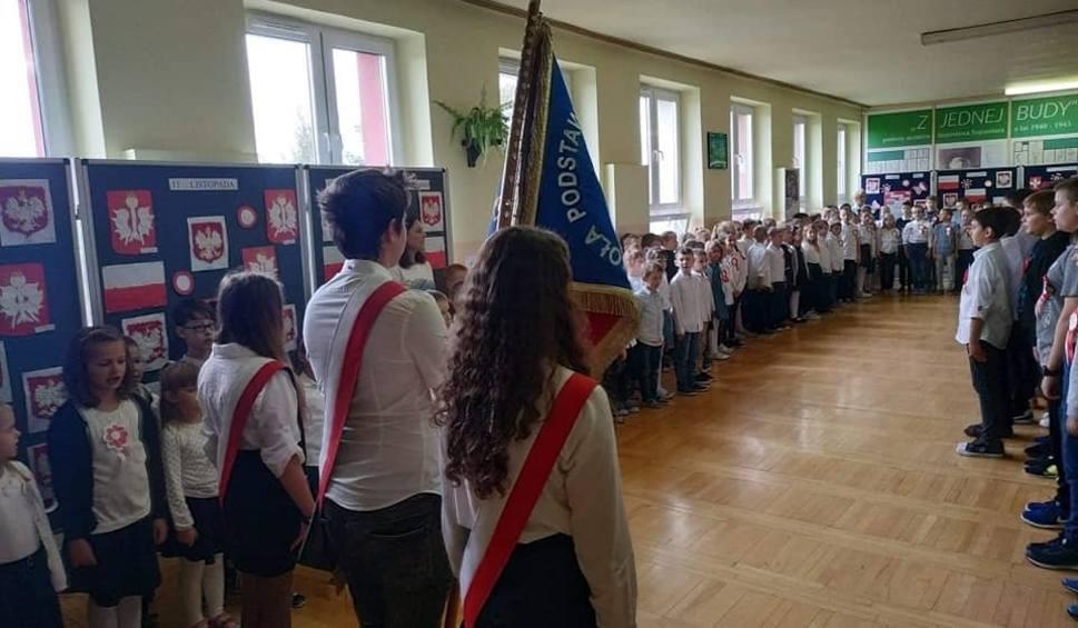"""Film do artykułu: """"Szkoła do Hymnu"""". Tak świętowano w Szkole Podstawowej numer 6 w Starachowicach (WIDEO, ZDJĘCIA)"""