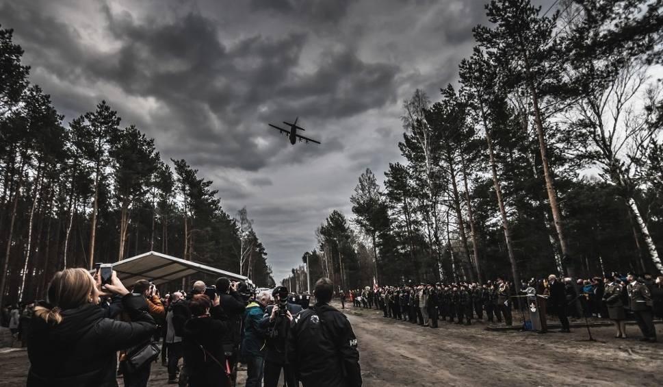 """Film do artykułu: ŻAGAŃ. Przelot polskich myśliwców F-16 rozpoczął oficjalną uroczystość z okazji obchodów 75. rocznicy """"Wielkiej Ucieczki"""" [ZDJĘCIA]"""