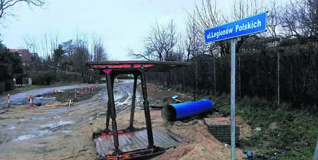 W ramach budowy ul. Legionów Polskich planuje się budowę jezdni, dróg rowerowych oraz budowę ronda u zbiegu z ulicą Marii Zaborowskiej. Przewidywane