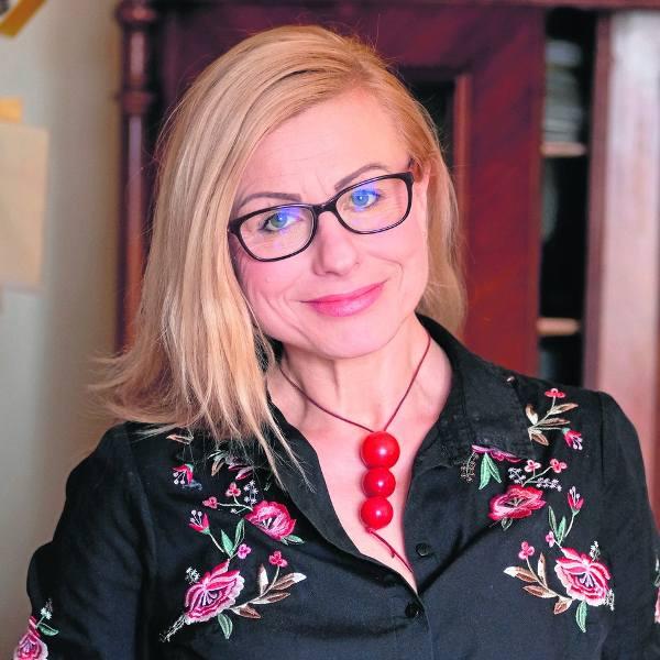 Małgorzata Tkacz-Janik to działaczka społeczna i feministka. Jest doktorem nauk humanistycznych. Mieszka w Gliwicach