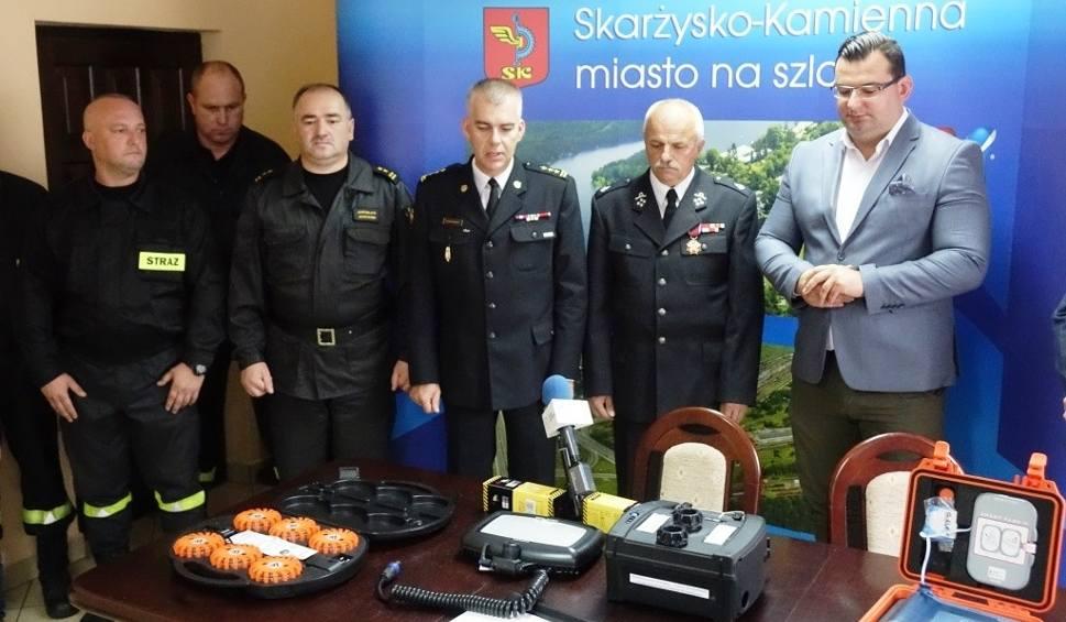 Film do artykułu: Miasto Skarżysko wsparło strażaków. Zobacz, co im przekazano (ZDJĘCIA)