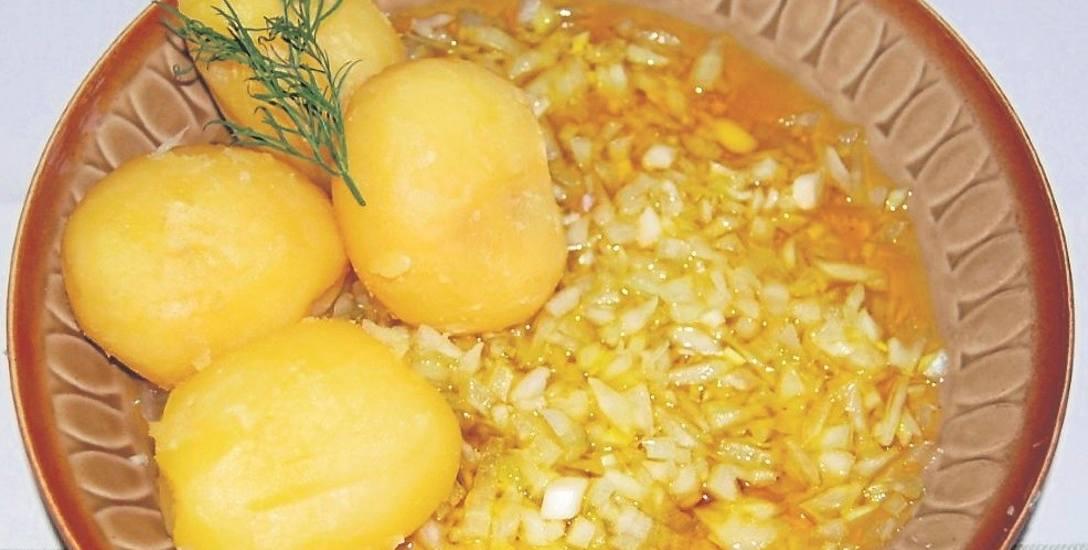 Jedną z popularniejszych postnych potraw był ślepy śledź - cebula okraszona olejem lnianym z ziemniakami.