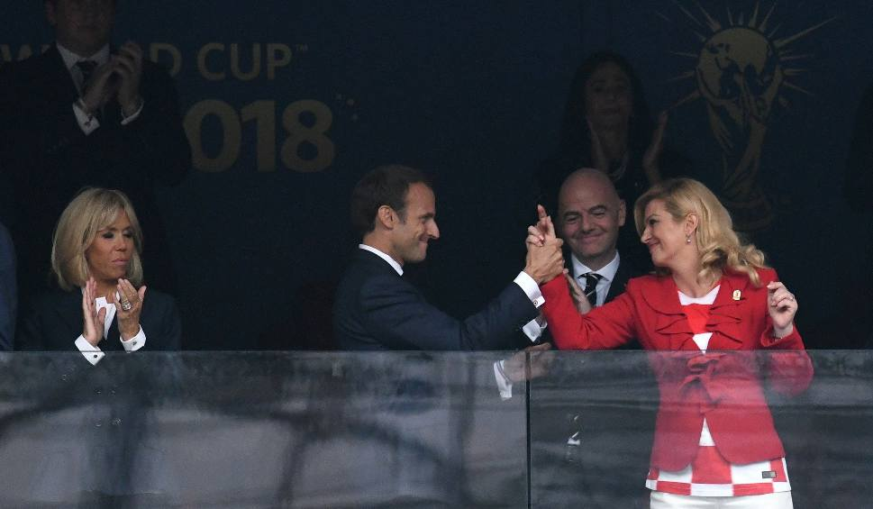 Film do artykułu: Mundial 2018. Francja drugi raz ze złotem. Prezydent Macron z radości wskoczył na podest