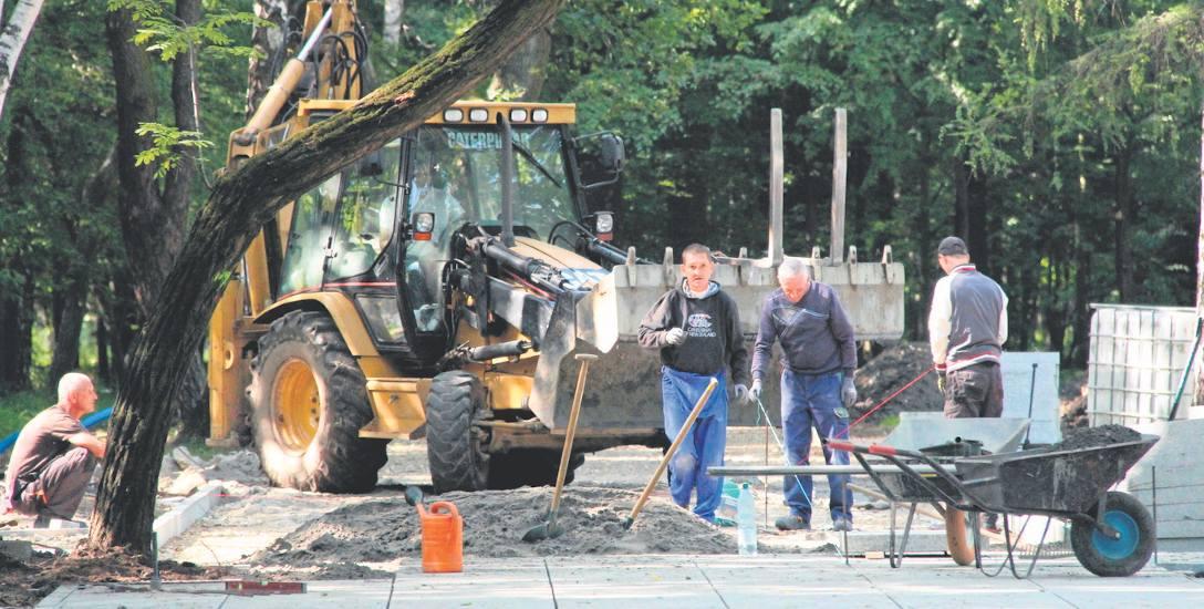 Przebudowa Parku Zielona trwa od kilkunastu tygodni. Widać już pierwsze efekty prac