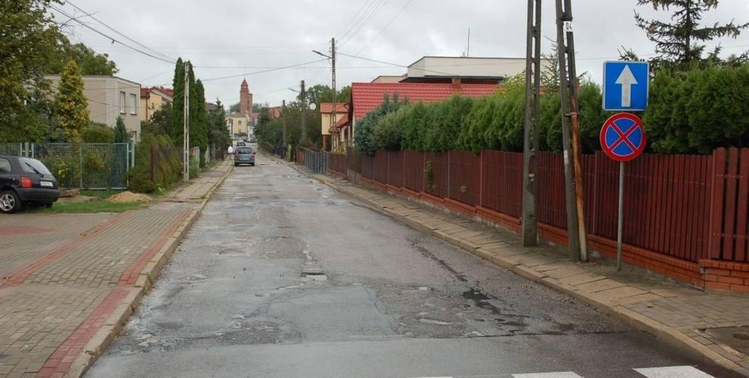 Ulica Polna jest w złym stanie i na pewno wymaga remontu