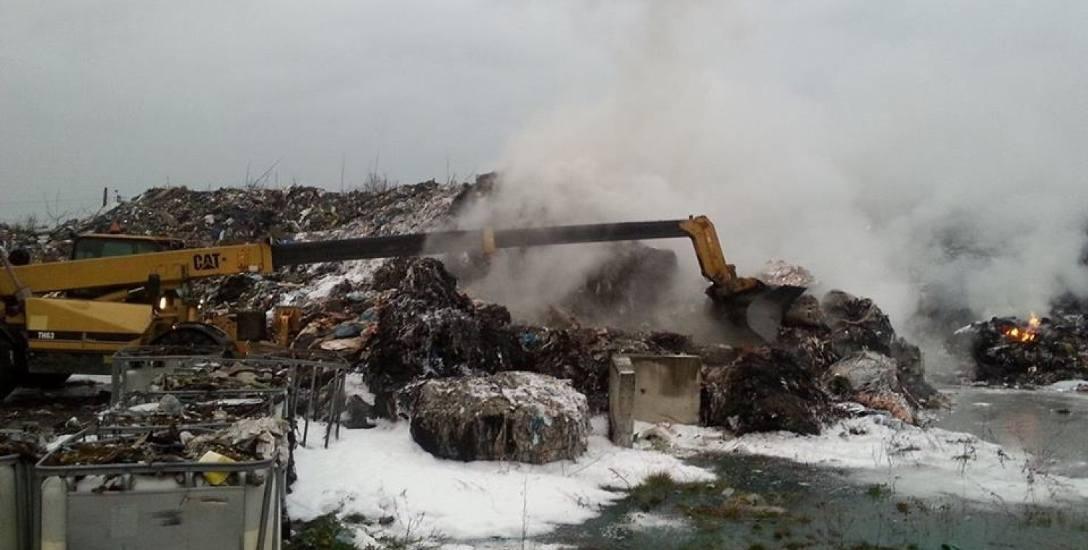 Niechlubną wizytówką Kuślina jest na pewno hałda śmieci, która od wielu lat zalega na placu w centrum miejscowości. Od wielu lat w samym centrum wioski,