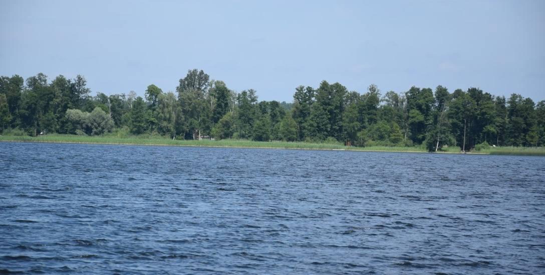 Jezioro Marwicko położone jest około 20 km od Gorzowa. Kto chce wybrać się tutaj samochodem z północnej stolicy Lubuskiego, śmiało może wybierać drogę