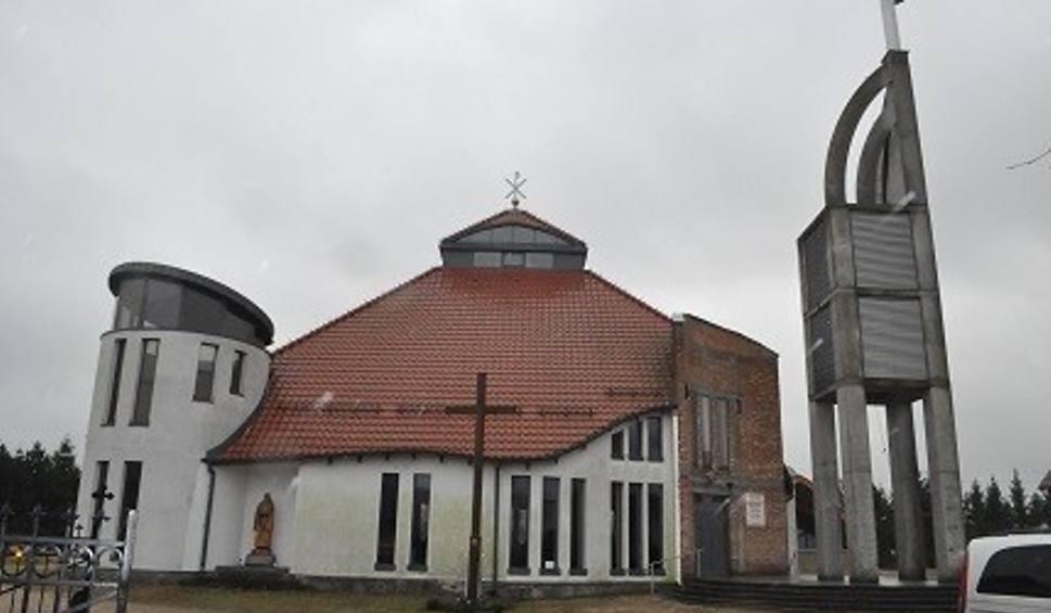 Film do artykułu: Kradzież na plebanii przy parafii w Mostach. Złodziej zabrał sprzęt elektroniczny i rzeczy osobiste księdza proboszcza
