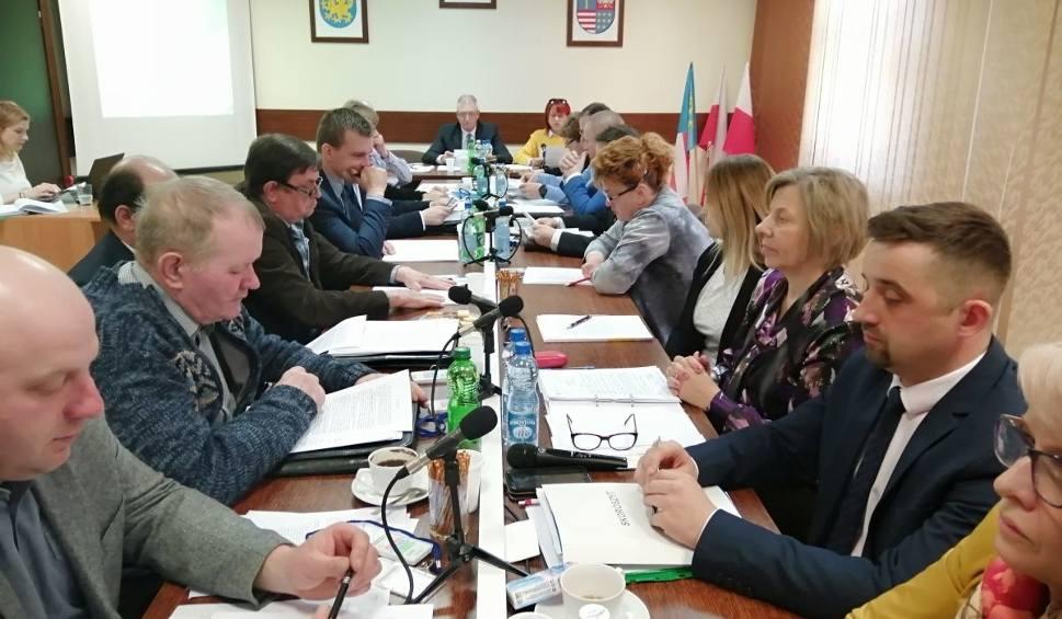 Film do artykułu: We wtorek sesja Rady Gminy Bałtów. Będą dyskutować o wynagrodzeniu wójta [ZAPIS TRANSMISJI]