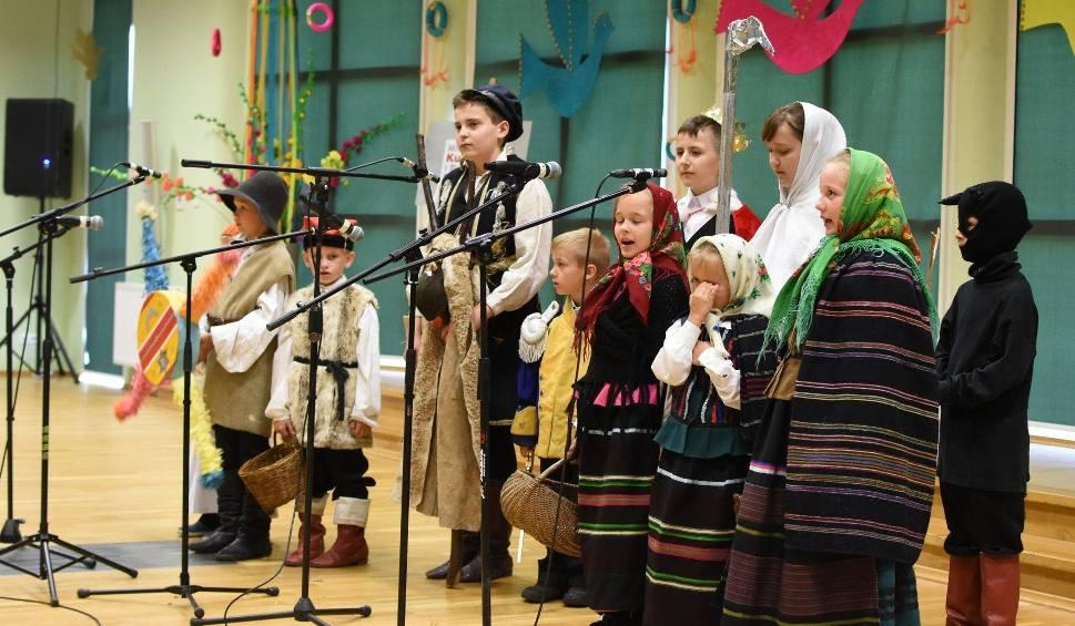Film do artykułu: Grupa Dziecięca Folklorystyczno-Rytmiczna ze Zwolenia przedstawiała tradycyjne obrzędy w Baranowie Sandomierskim
