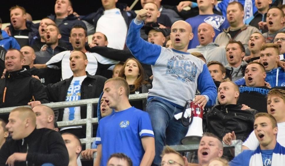 Film do artykułu: Kibice Ruchu Chorzów rządzili na Stadionie Miejskim w Bielsku-Białej ZDJĘCIA