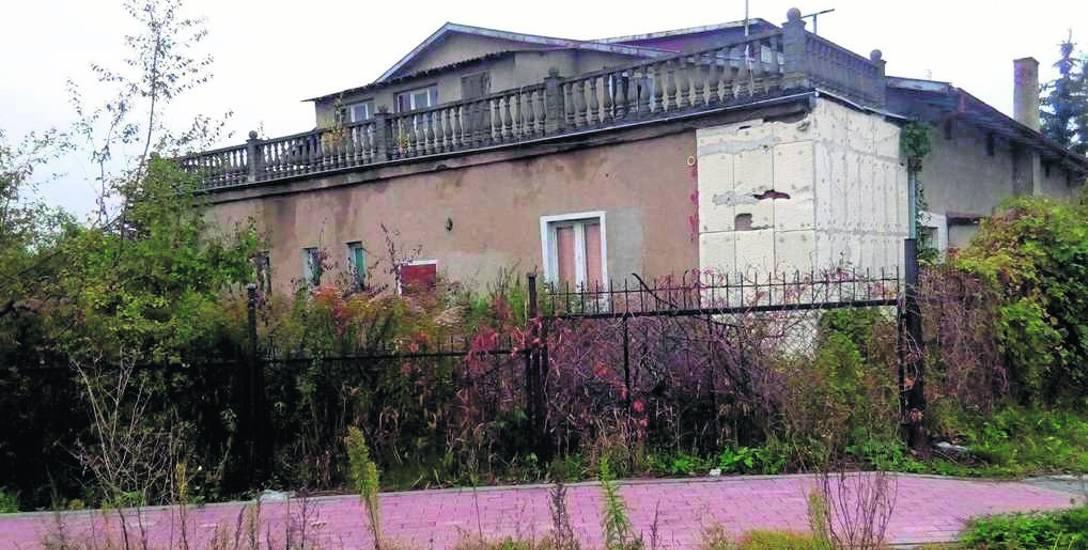 Tak wygląda nieruchomość u zbiegu ulic Prusa i Konopnickiej w Chełmży. Można ją kupić za cenę wywoławczą 320 tys. zł. Budynek po kapitalnym remoncie