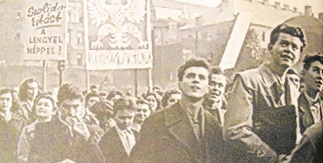 Rewolucja w Budapeszcie rozpoczęła się pod hasłami solidarności z Polakami i poparcia dla przemian, które zaczęły się dokonywać w naszym kraju właśnie