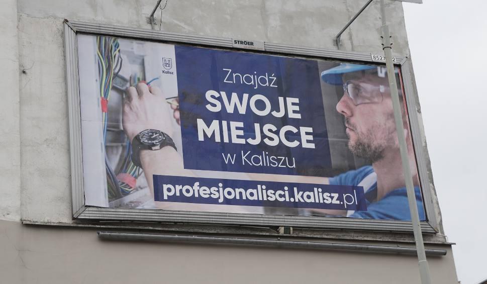 Film do artykułu: Kalisz szuka pracowników w Łodzi. Oferuje wysokie wynagrodzenie oraz mieszkanie