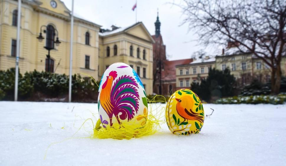 Film do artykułu: Życzenia Wielkanocne. Najlepsze wierszyki na Wielkanoc 2018 [KRÓTKIE, SMS, ŚMIESZNE - 30.03.2018]