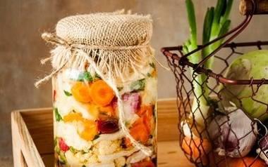 Kolorowe kiszone warzywa. Spróbujcie koniecznie.