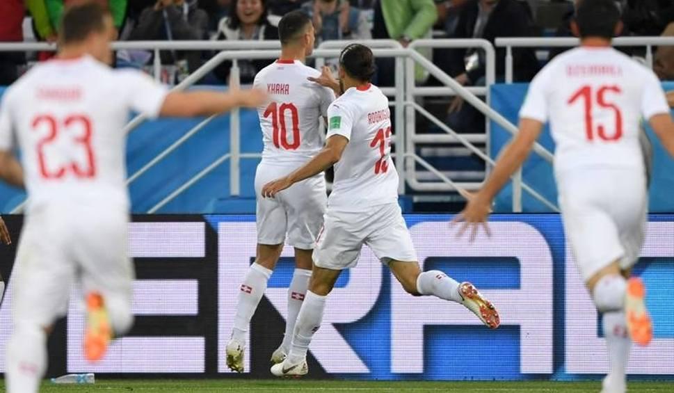 Film do artykułu: Serbia - Szwajcaria, MŚ 2018, grupa E. Piorunujący finisz Szwajcarów! [wynik meczu, relacja]