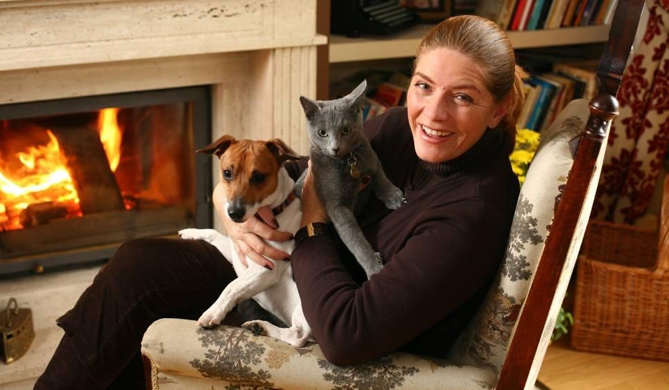 Film do artykułu: Jak mieszka Katarzyna Dowbor? Zobacz dom Katarzyny Dowbor! Na co dzień Katarzyna Dowbor pomaga remontować mieszkania innym