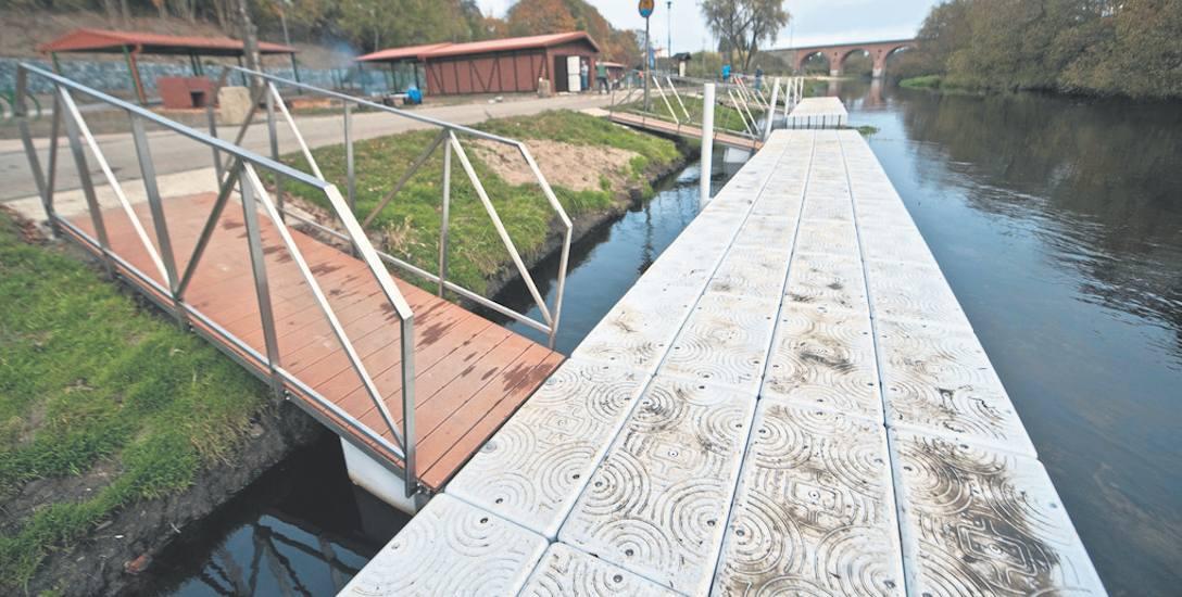 Jedną z najbardziej widocznych zmian są nowe pomosty - w miejsce drewnianych zamontowano pływające, które będą podnosić się i obniżać wraz z poziomem