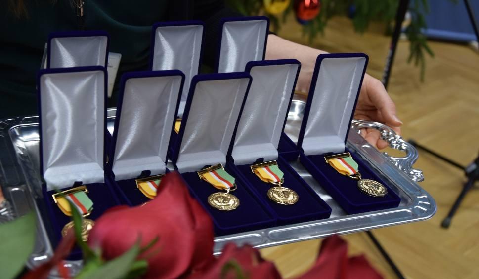 Film do artykułu: Kto z Lubuszan otrzymał ostatnie w 2018 roku Odznaki Honorowe za Zasługi dla Województwa? Uroczystość odbyła się w Zielonej Górze
