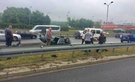 Wypadek na DTŚ przy Mazaku oraz AuchanZobacz kolejne zdjęcia. Przesuwaj zdjęcia w prawo - naciśnij strzałkę lub przycisk NASTĘPNE