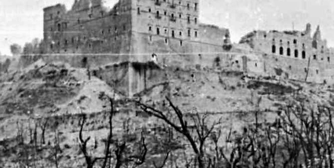 Klasztor na  Monte Cassino jest symbolem bohaterstwa Polaków, którzyna obczyźnie, z daleka od swoich domów walczyli o wolność ojczyzny