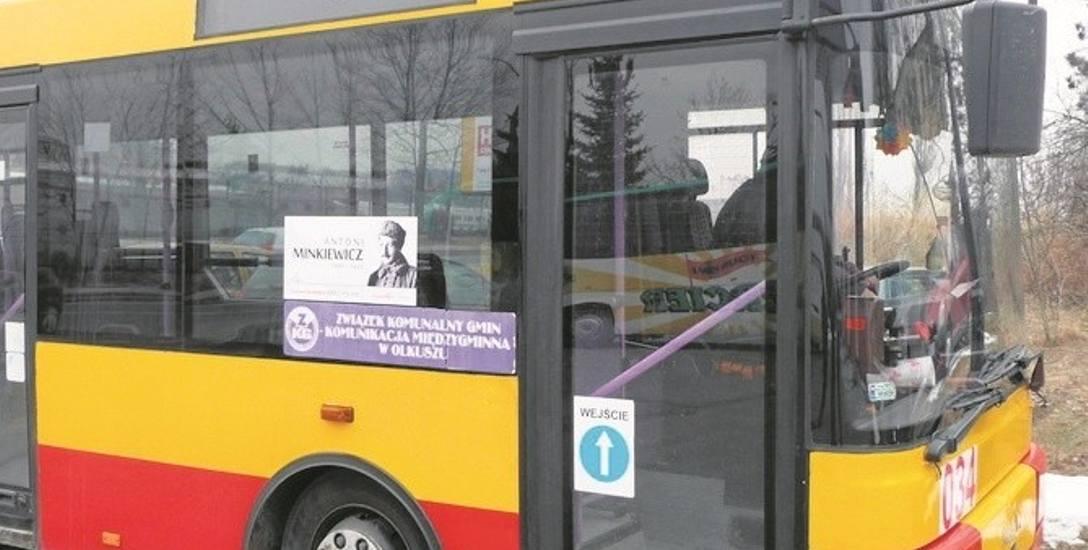 Na tym autobusie z Olkusza przyklejono wizerunek Antoniego Minkiewicza, współpracownika marszałka Józefa Piłsudskiego