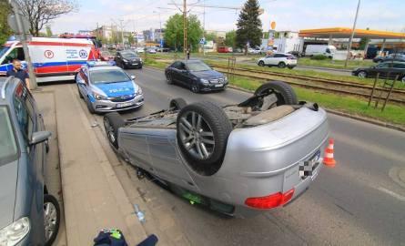 Wrocław: Wypadek na Ślężnej. Audi na dachu [ZDJĘCIA]