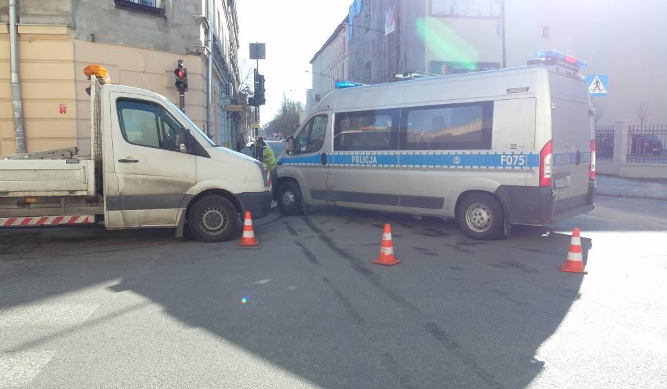 Film do artykułu: Wypadek na Wólczańskiej przy Żwirki. Zderzenie trzech aut [ZDJĘCIA]