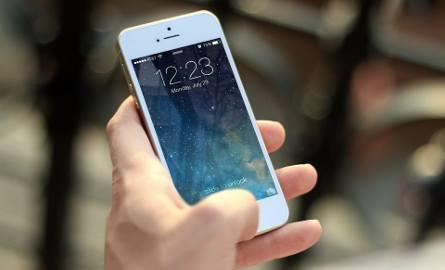 Oszuści dzwonią na numery komórkowe losowo wybranych użytkowników i oczekują, że ktoś z nich oddzwoni pod wyświetlony numer.Na jakie numery trzeba uważać?