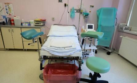 Zobacz, w jakich warunkach maluchy przychodzą na świat! Sprawdź, z jakich przyrządów korzystają rodzące mamy w polskich szpitalach.