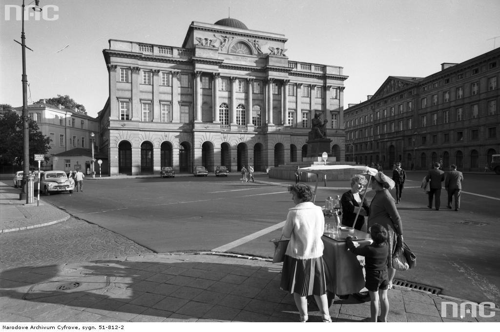 Pałac Staszica w Warszawie, siedziba kilku instytutów Wydziału PAN. 1963 rok