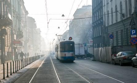 Smog w Krakowie. Wtorek z darmową komunikacją miejską dla kierowców