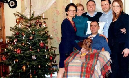Rodzinne zdjęcie Piotra Pajączkowskiego (Lucky2008) z nieodłącznym jamnikiem Luckym