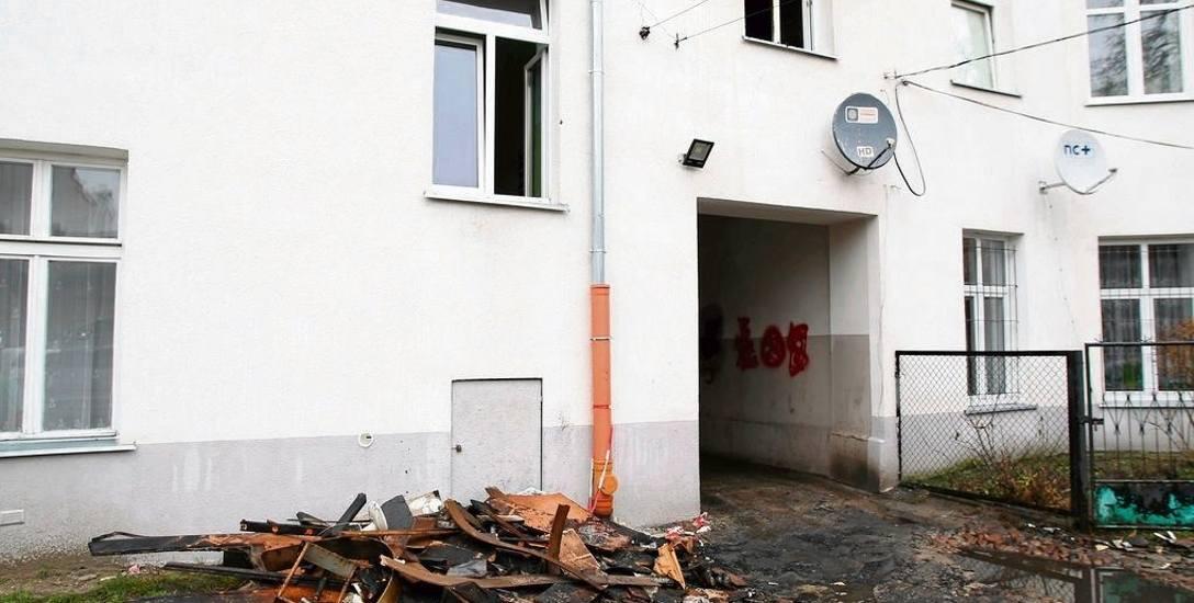 Pożar w Łodzi. Tragiczny pożar na 1 piętrze w kamienicy przy ul. Radwańskiej w Łodzi. Nie żyje lokator