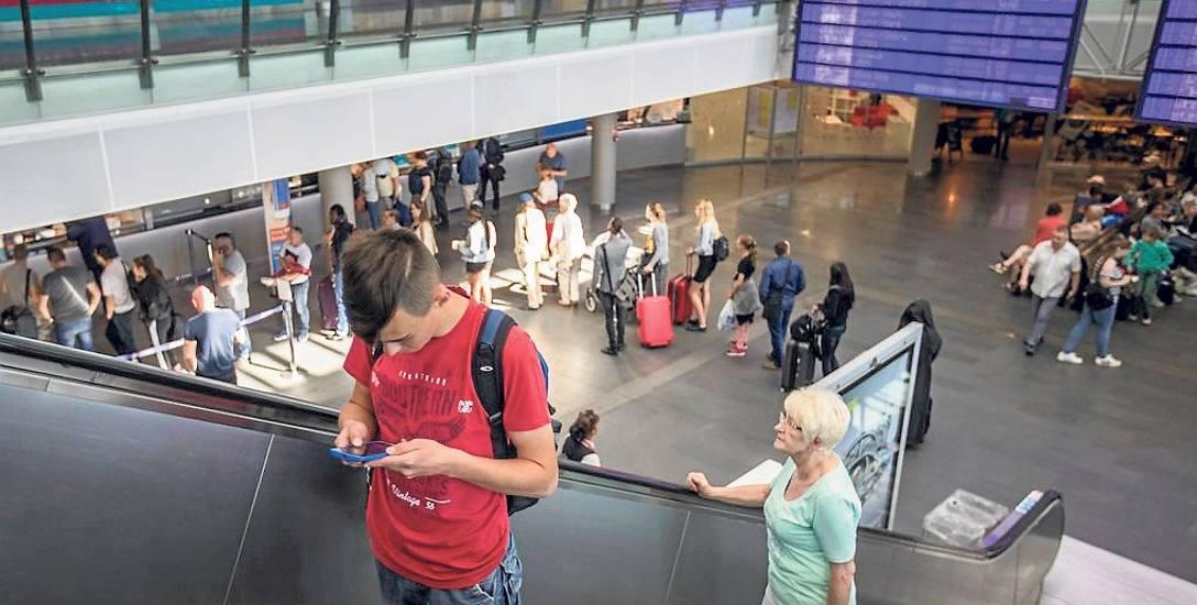 Jak widać na naszych wczorajszych zdjęciach z bydgoskiego dworca kasy cieszą się sporym zainteresowaniem pasażerów. Od 1 maja, bilety na nocne połączenia