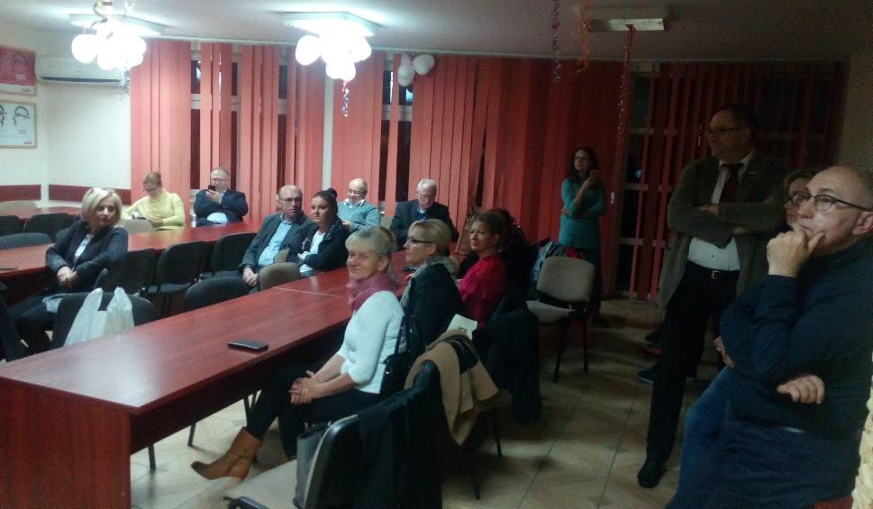 Film do artykułu: Wieczór wyborczy w Ostrowcu Świętokrzyskim (ZDJĘCIA)