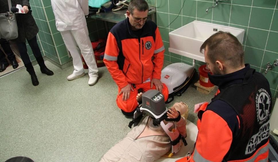 Film do artykułu: Nowy ambulans z najnowszym sprzętem już służy w Tarnobrzegu, ratując życie