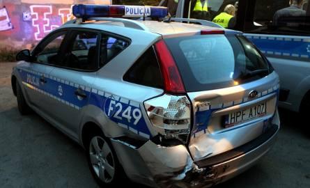 Wypadek radiowozu policji na Limanowskiego w Łodzi