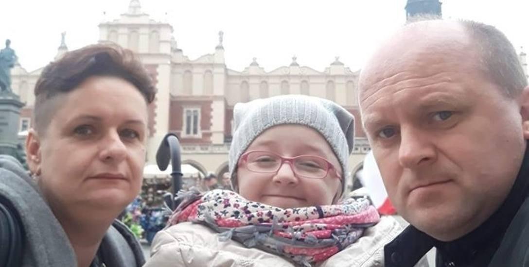 Monika Łangowicz - Klińska z Wiktorią i mężem Mariuszem w Krakowie, gdzie Wiktoria nagrywała spot dla fundacji TVN