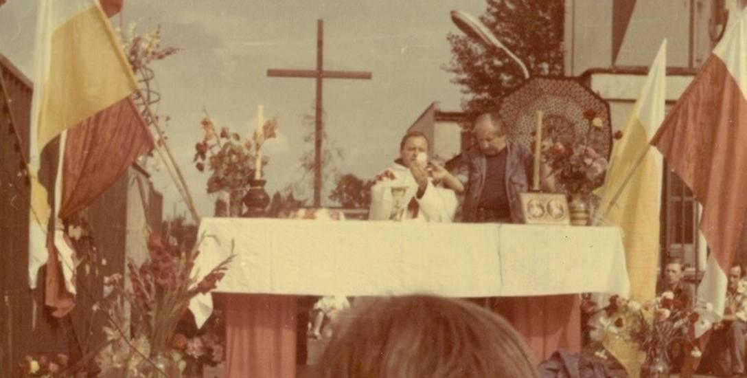 Na zdjeciu Msza we WSRz 31 VIII 1980 r.
