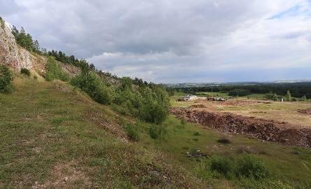 Obecnie wykonywane są wykopy pod inwestycję. Europejskie Centrum Edukacji Geologicznej znajdować się będzie w bezpośrednim sąsiedztwie najstarszych skał