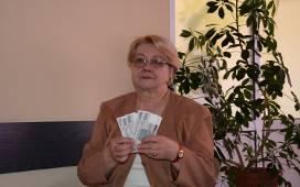 """- W loterii Nowin """"Mieszkanie za czytanie"""" biorę udział od samego początku, ale jeszcze nigdy nic nie wygrałam - opowiada Teresa Dąbrowska - Drzał z"""