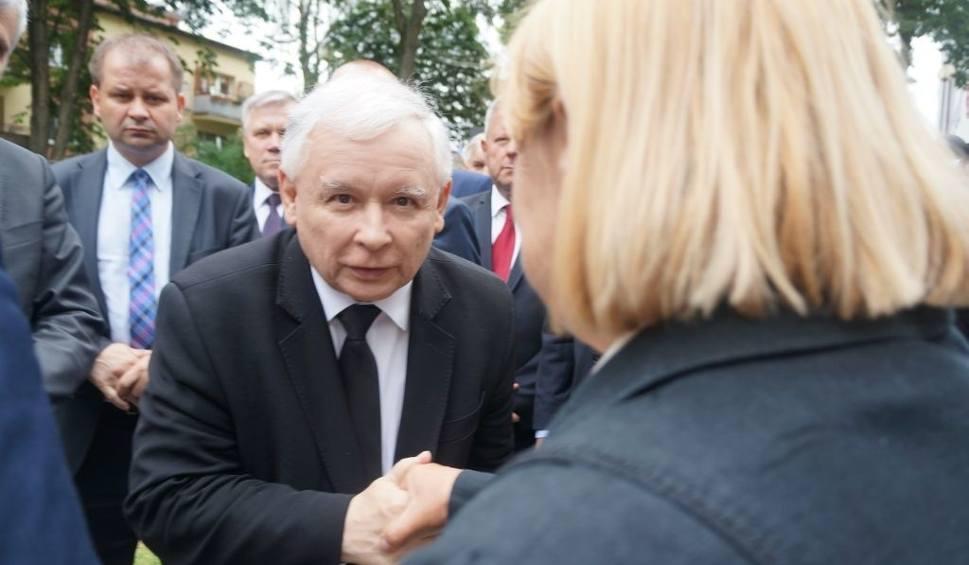Film do artykułu: Jarosław Kaczyński złożył kwiaty przy pomniku Wielkiej Synagogi (zdjęcia, wideo)