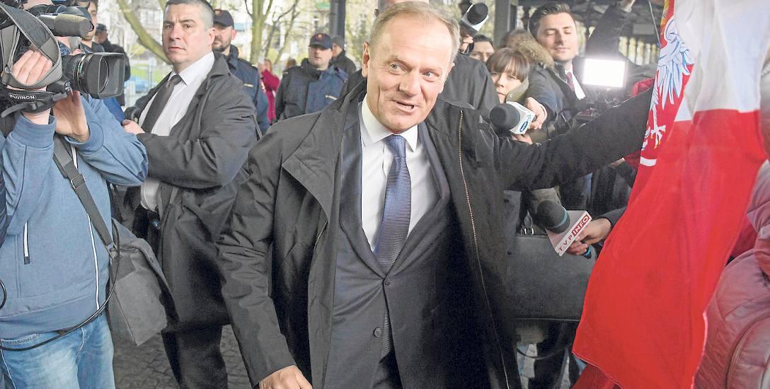 Tusk namówił Adamowicza na złość Schetynie? Politycy Platformy nazwali tego newsa krótko: fake newsem