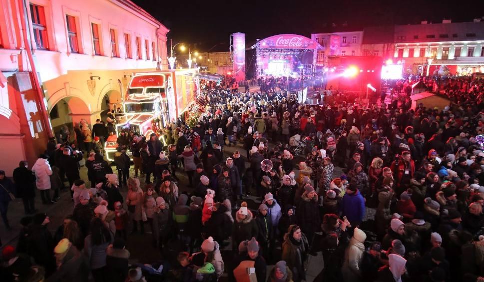 """Film do artykułu: Tłumy kielczan na Jarmarku Bożonarodzeniowym w Kielcach. Świetna zabawa z """"Coca-Colą"""""""