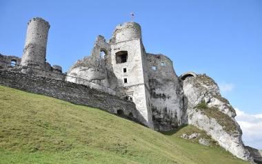 Symbolem Jury Krakowsko-Częstochowskiej i Szlaku Orlich Gniazd jest Zamek Ogrodzieniecki w Podzamczu