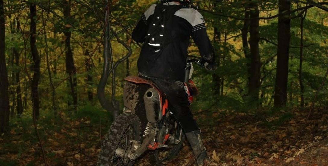 Bielsko-Biała: Motocrossowcy rozjeżdżają górskie ścieżki rowerowe na Dębowcu i Szyndzielni