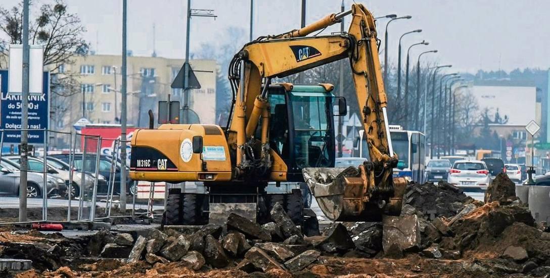 Po tygodniach ciszy ruszyła z kopyta przebudowa ul. Glinki, która odbywa się w ramach budowy II etapu TU